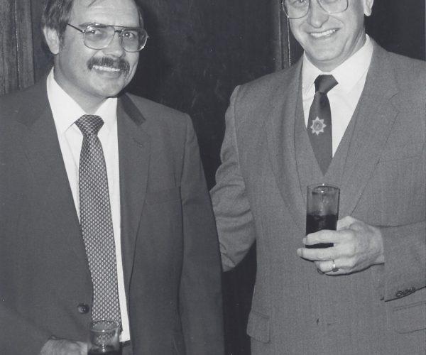 Afgeneem saam met minister Adriaan Vlok, minister van Polisie gedurende n lede –vergadering van die Pretoria Sakekamer net na die afkondiging in 1986 van die noodtoestand in die land.